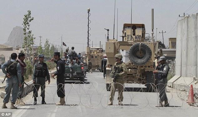 Great escape 日曜の夜に脱走された刑務所の横にはアフガニスタン警察と、NATO軍が駐在している.jpg