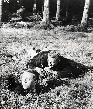 Steve McQueen and Richard Attenborough in 大脱走.jpg