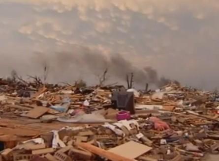 ミズーリ州の巨大竜巻被害.jpg