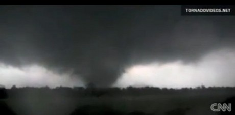 ミズーリ州の巨大竜巻2.jpg